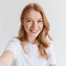 happy-redhead-woman-make-selfie-looking-camera-LJTP2N4-p3y161usdi8jxh9oo6tt1fr3oa4rtq2jakvbvmoqk6